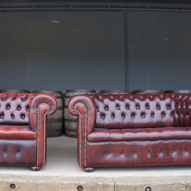 Chesterfield Love Seats A La Crate Vintage Rentals
