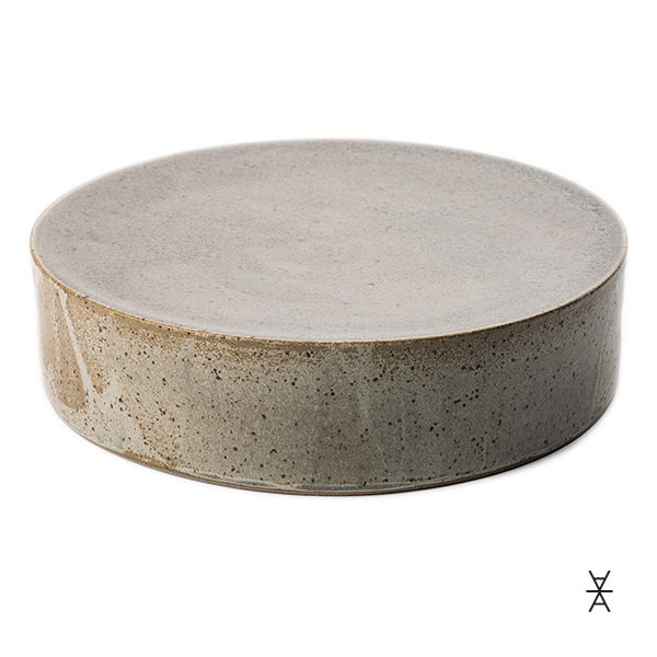 ALaCrate-Rentals-Stand-Cake-JDWolfe-Charcoal-Natural-Pottery-Wedding-Event-Display-600x600-A-LA-MADE