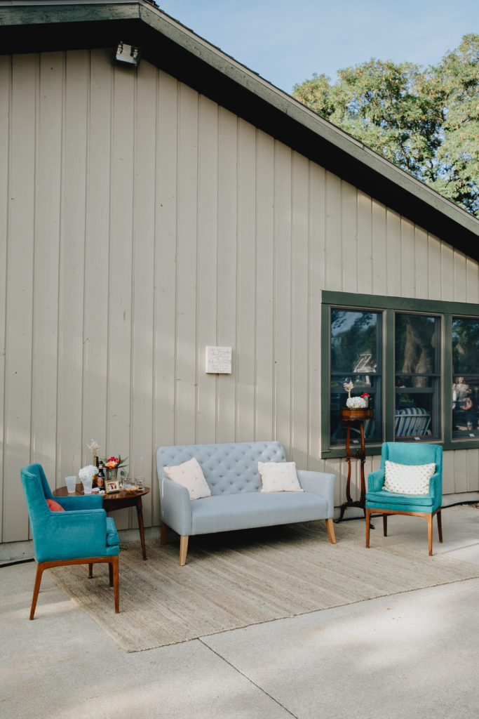 ALaCrateRentals-Audre-Rae-Photogrpahy-Teal-Mod-Chairs-outdoor-lounge